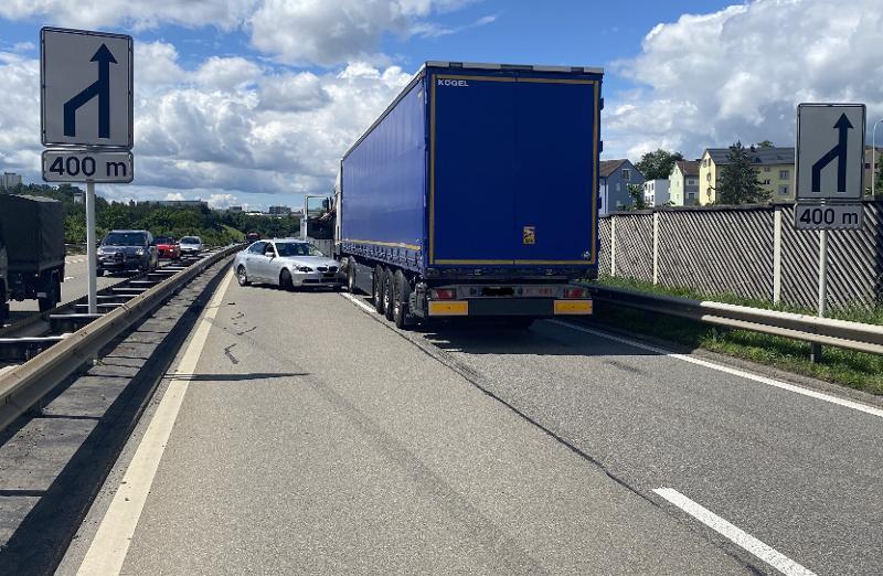 Schaffhausen: Verkehrsunfall zwischen Lastwagen und Auto