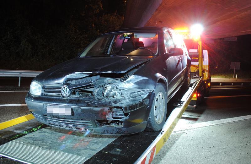 Stadt SH: Auto kollidiert mit A4-Leitplanke – Zeugen gesucht