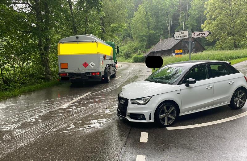 Schaffhausen: Verkehrsunfall zwischen Auto und Lastwagen