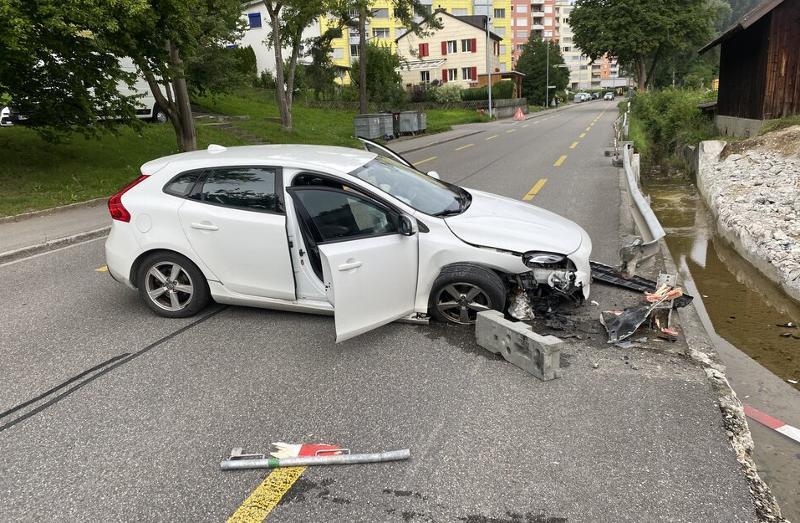 Stadt Schaffhausen: Auto kollidiert mit Leitplanke