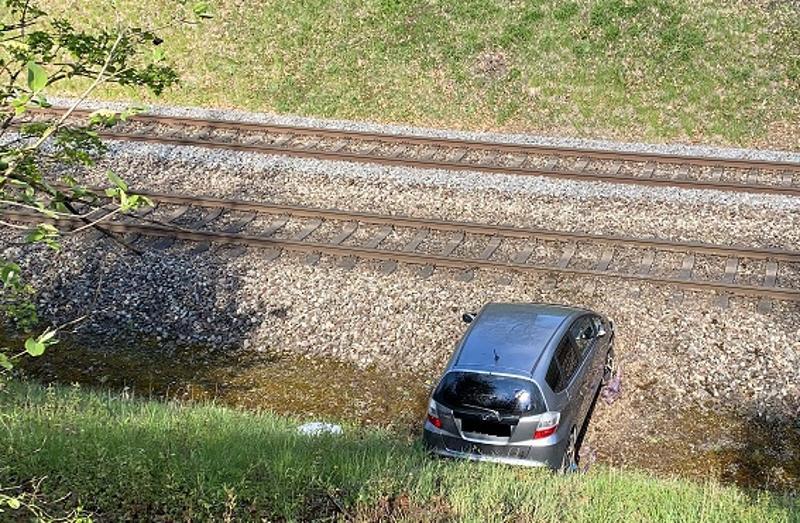 Stadt Schaffhausen: Lernfahrerin landete mit Auto in Bahngleisbett