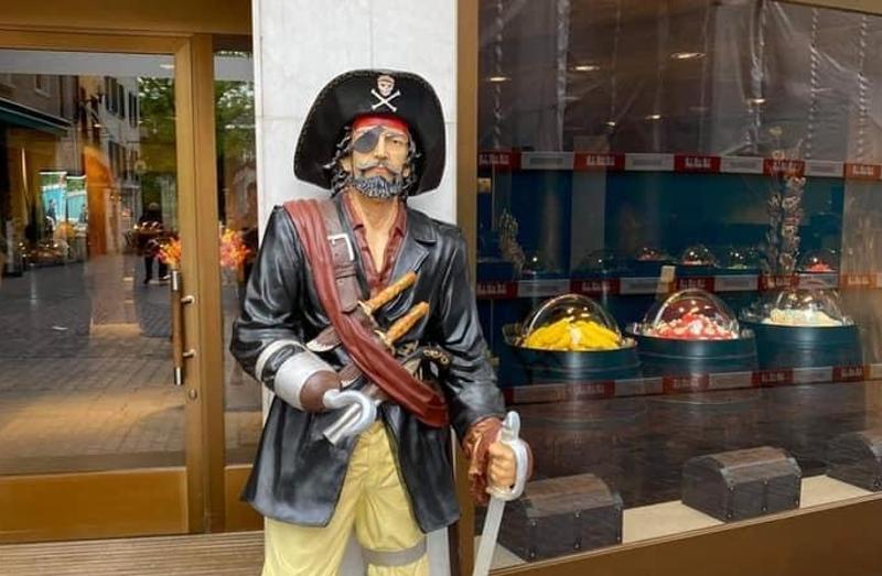 Stadt Schaffhausen: Zeugenaufruf zu Diebstahl einer Piratenfigur